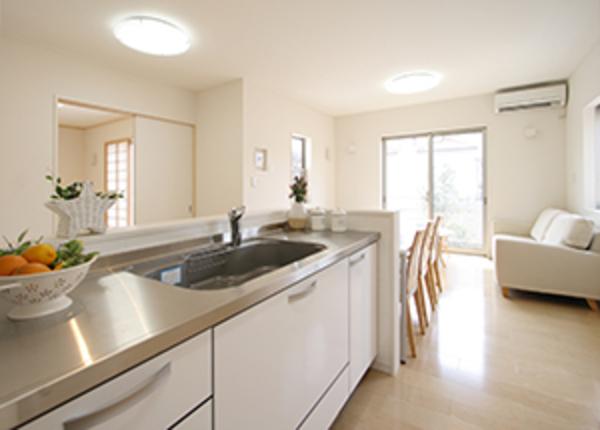 キッチンをリフォームする際の注意点や費用の相場などをまとめて解説サムネイル